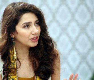 5 Times Mahira Khan Showed NO ONE Can Wear Saree Better Than Her! 👗